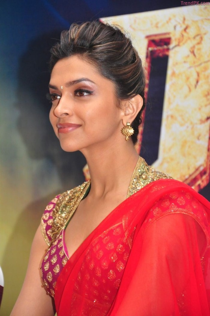 Deepika padukone hot in saree pics fashion trends of pakistan previous image full size image voltagebd Gallery